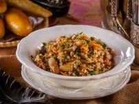 Каша гречневая рассыпчатая с жареными белыми грибами  и овощами