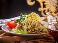 Салат из телячьего языка с отварными овощами и зеленым салатом