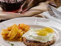 Minced beefsteak with egg and fried potatoes