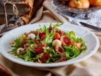 Салат с росбифом и клубникой