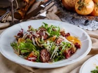 Теплый салат из оленины